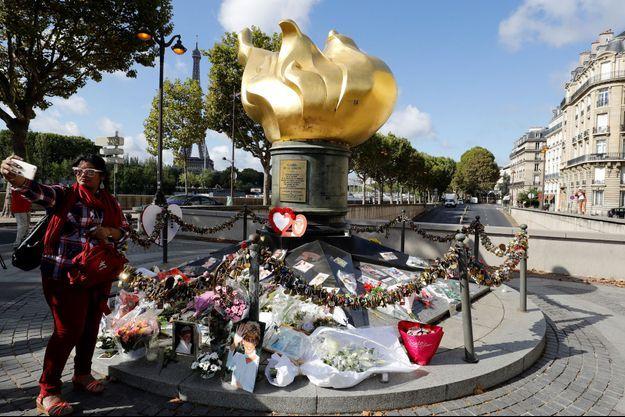 """La place Maria Callas à Paris, où se trouve la Flamme de la liberté, va être renommée """"place Diana princesse de Galles""""."""