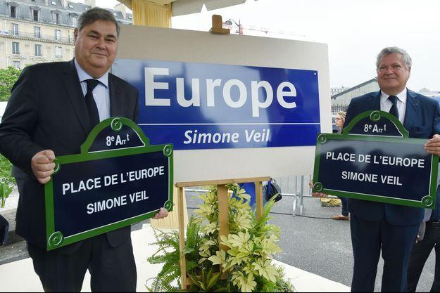 Pierre-François et Jean Veil, mardi lors de l'inauguration de la place et la station de métro.