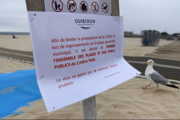 A Quiberon, un arrêté interdit l'ouverture le soir des plages, parcs et jardins.