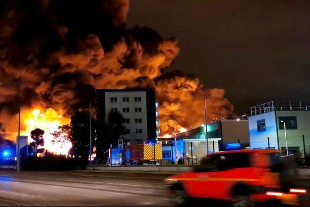 L'incendie dans l'usine s'est déclaré dans la nuit de mercredi à jeudi.