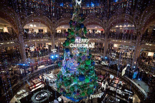Les grands magasins parisiens, ici les Galeries Lafayette, garderont porte close.