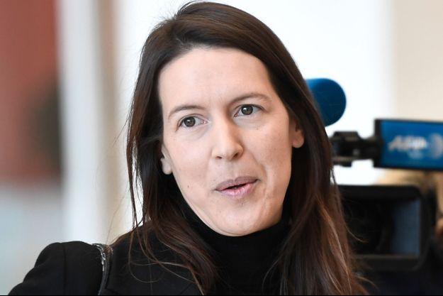 Ici Noémie Saidi-Cottier, avocate d'Alexandra de Taddeo, répondant aux journalistes