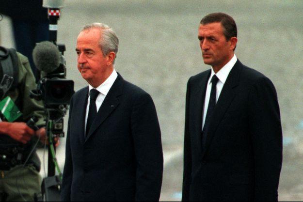 Le Premier ministre Édouard Balladur et son ministre de la Défense François Léotard en 1994.
