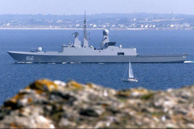 """Au large de l'île de Groix, en juillet 2002, la frégate furtive """"Al Riyad"""", premier bâtiment du programme Sawari II."""