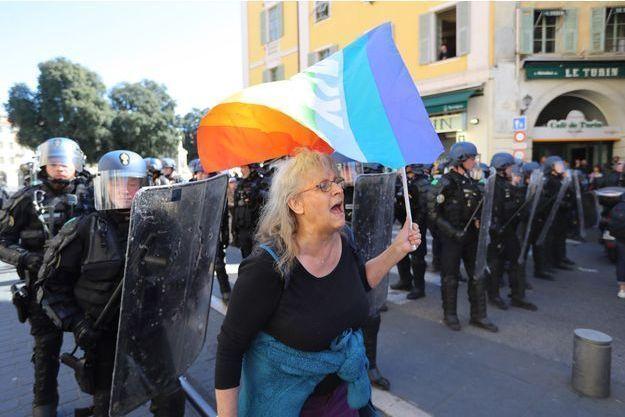 Geneviève Legay quelques instants avant d'être grièvement blessée, lors de la manifestation à Nice en mars.
