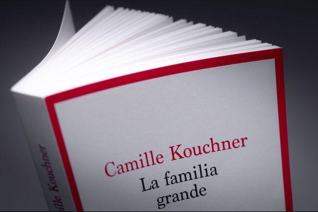 """Dans """"La familia grande"""", Camille Kouchner accuse son beau-père Olivier Duhamel d'avoir agressé sexuellement son jumeau à la fin des années 80."""