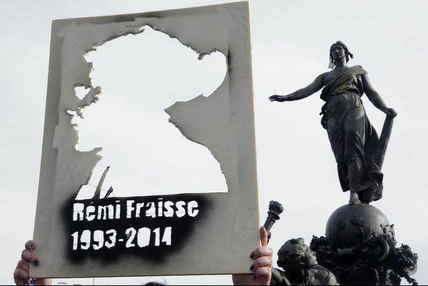 Un portrait de Rémi Fraisse durant une manifestation à Paris, en 2014.