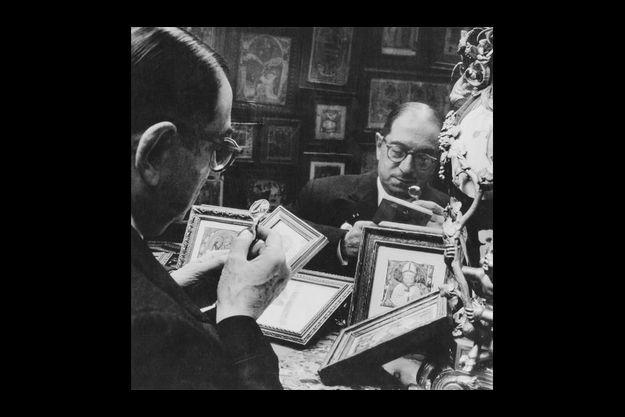"""En mai 1963, Georges Wildenstein, 71 ans, (le père de Daniel) reçevait """"Paris Match"""" dans le bureau de son hôtel particulier rue de La Boétie, à Paris."""
