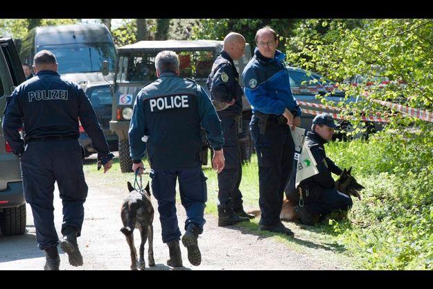 Des policiers suisses, français et autrichiens participent aux recherchent