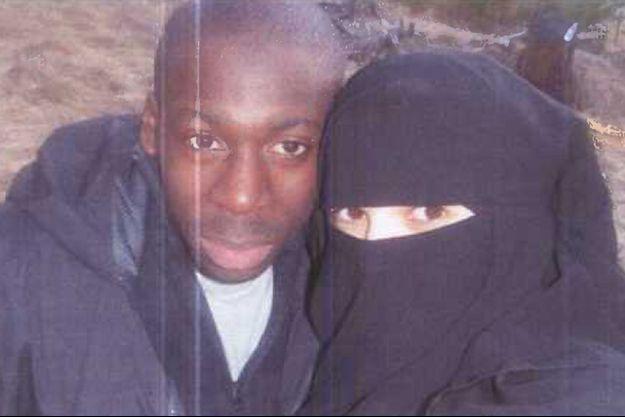 Hayat Boumeddiene et Amedy Coulibaly faisaient l'objet de l'appel à témoins lancé vendredi. La jeune femme est toujours recherchée.