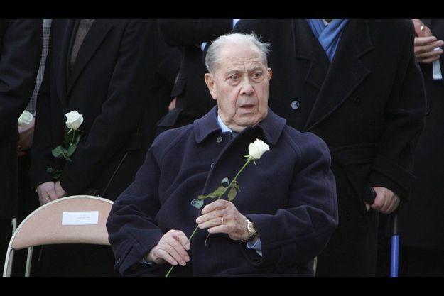 Charles Pasqua a demandé la levée du secret défense sur les ventes d'armes afin de laver son honneur.