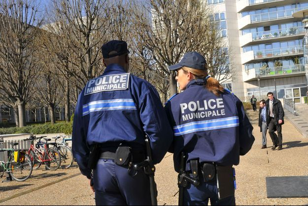 Des policiers municipaux.