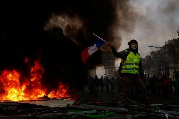 L'exécutif redoute de nouvelles violences à Paris, comme ici le samedi 1er décembre près de l'Arc de Triomphe.