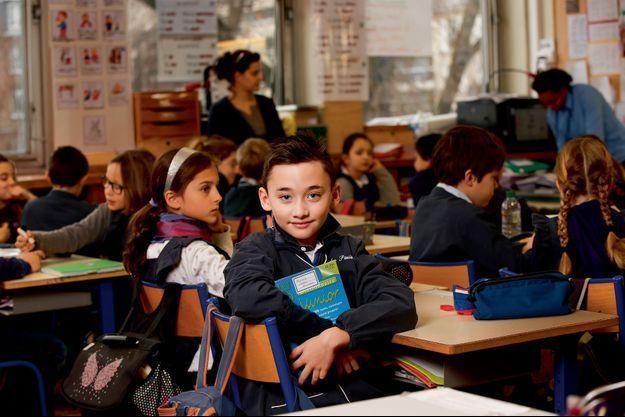 Arthur, 8 ans et demi, est aujourd'hui un brillant élève de CE2. Il a pu intégrer une classe « normale »