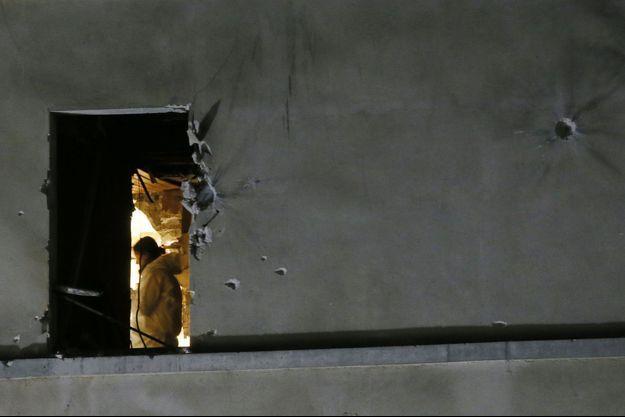 Sur les lieux de l'assaut, à Saint-Denis.