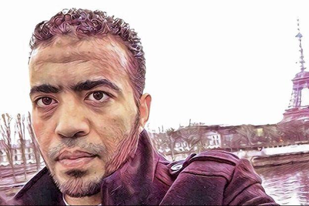 """Le matin de l'attentat, l'agresseur poste ce selfie colorisé grâce à un Smartphone dernier cri avec un smiley et ce message: """"Léonard de Vinci""""."""