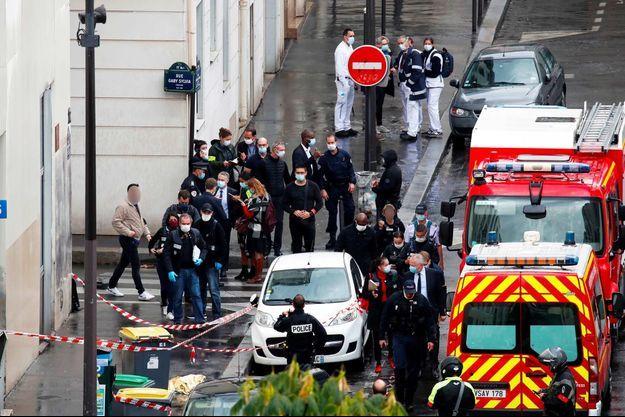 "L'attaque a eu lieu vendredi non loin des anciens locaux de ""Charlie Hebdo"", dans le XIème arrondissement de Paris."