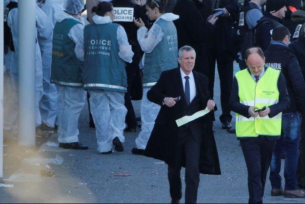 François Molins sur les lieux de l'attaque du supermarché de Trèbes.