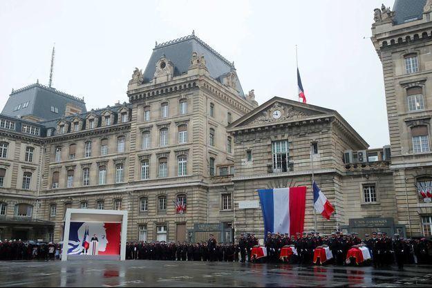 Quatre policiers ont été tués à la préfecture de police de Paris.