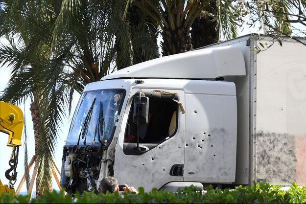 Le camion utilisé pour commettre la tuerie de Nice, le 14 juillet.
