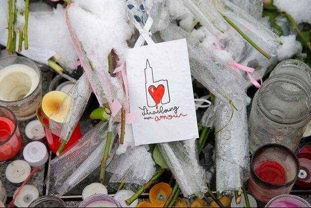 Les hommages déposés après l'attentat de Strasbourg.
