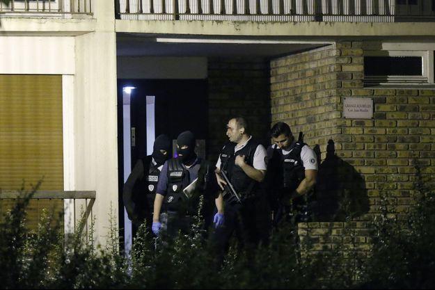 Investigations dans un appartement de Boussy-Saint-Antoine, jeudi soir.