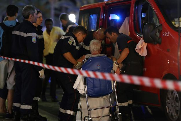 Les secours assistent les nombreux blessés
