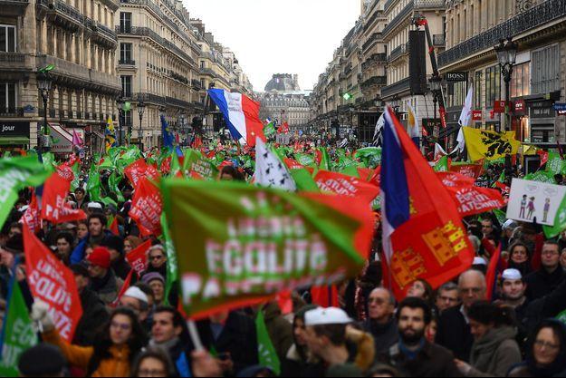 Des manifestants contre la PMA pour toutes, à Paris, dimanche 19 janvier.