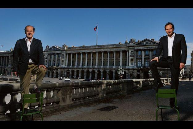 Paris, dimanche 26 juin. Jean-Marie Rouart et Alexandre Allard campent sur leurs positions devan tl'hôtel de la Marine, qui borde la place de la Concorde.