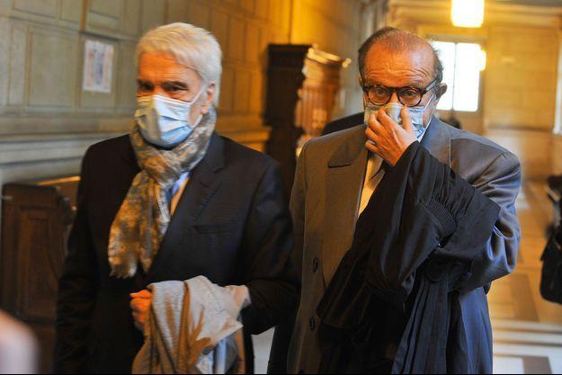 Bernard Tapie et son avocat, Me Hervé Temime, lundi à la Cour d'Appel de Paris.
