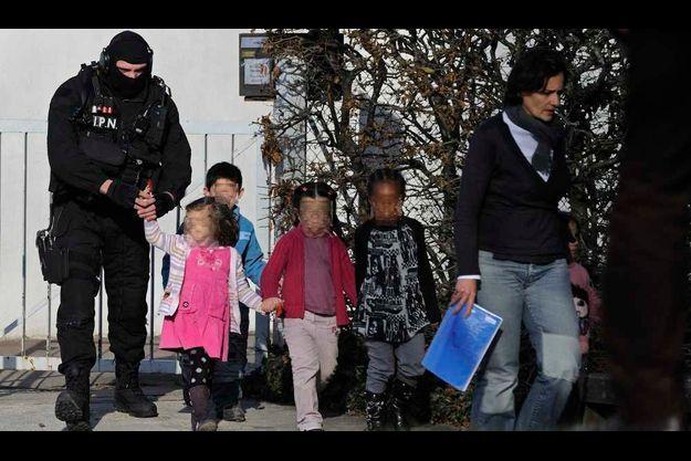 Les enfants sont heureusement sains et sauf à l'issue de la prise d'otages.