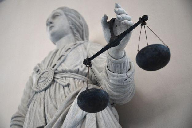 """A Béziers, deux hommes se revendiquant """"gilets jaunes"""" ont été condamnés à de la prison ferme pour des violences et dégradations. (image d'illustration)"""