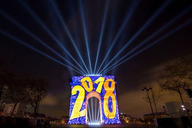 L'arc de Triomphe à Paris, illuminé le 1er janvier 2018.