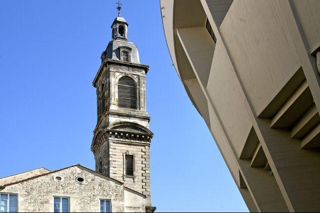 Le clocher de l'église Saint-Paul, à Bordeaux, a notamment été prise pour cible.