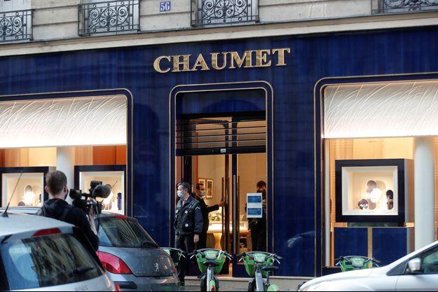 Boutique Chaumet à Paris, quelques heures après le braquage, le 27 juillet 2021.