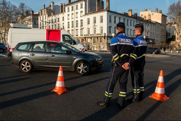 Des contrôles policiers lors d'un pic de pollution, à Lyon (photo d'illustration).
