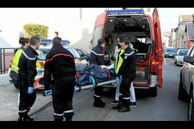 La femme qui a tenté de s'immoler par le feu a été évacuée après une heures de soins sur place.