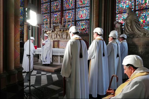 Durant la messe célébrée samedi à Notre-Dame de Paris.