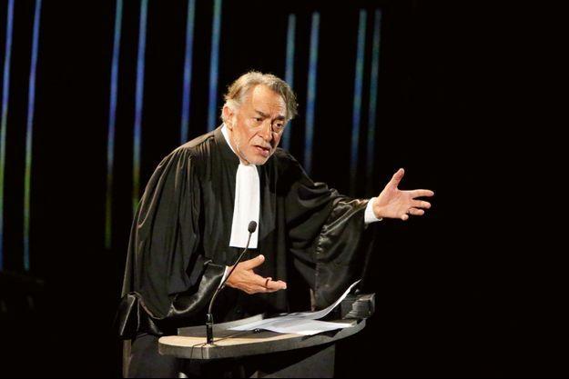 Dans la pièce « Plaidoiries » où il campe des avocats célèbres, en 2019.