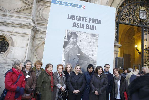 Une affiche soutenant Asia Bibi a été dévoilée sur l'Hôtel de Ville de Paris en décembre dernier.