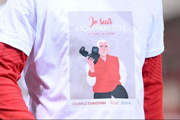 Ici, hommage à Christian Lantenois, , lors d'un match de foot entre Reims et Lyon 1, le 23 mars.