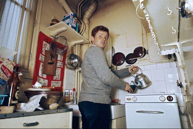 Daniel Cohn-Bendit, 23 ans, franco-allemand, étudiant en sociologie à l'université de Nanterre, dans la cuisine de son deux-pièces du XVe arrondissement parisien, pendant les événements de Mai 68. « Je ne suis pas nécessaire, dans deux mois on ne me connaîtra plus », confiait alors le leader des contestataires à Match.
