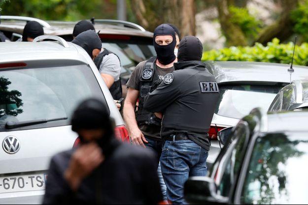 Les autorités enquêtent sur l'explosion de Lyon.