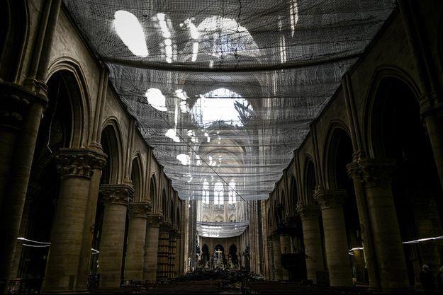 L'intérieur de la cathédrale Notre-Dame de Paris, en chantier.
