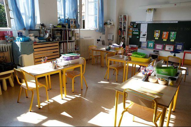 Une salle de classe dans une école primaire à Paris (image d'illustration).