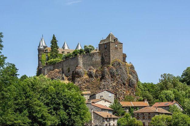 Le château du Sailhant à Andelat, dans le département du Cantal.