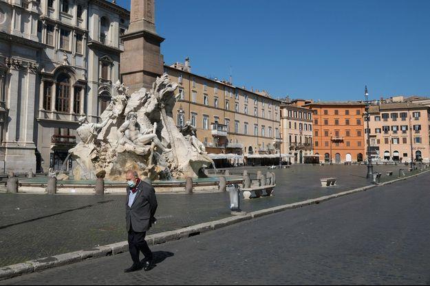 Ici à Rome, Piazza Navona, lundi.