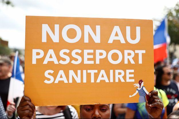 Photo prise dans le cortège parisien le 21 août 2021.