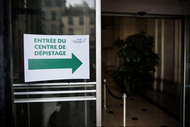 Un centre de dépistage covid-19, à Saint-Denis.