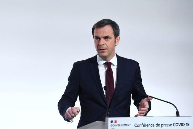 Olivier Véran en conférence de presse le 4 mars.
